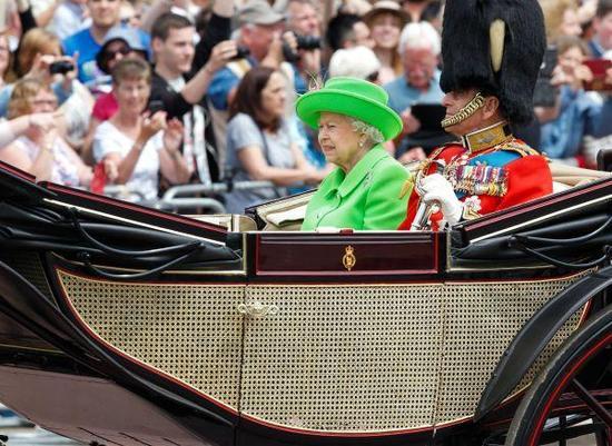 英女王年薪15万人民币请洗碗工 住白金汉宫