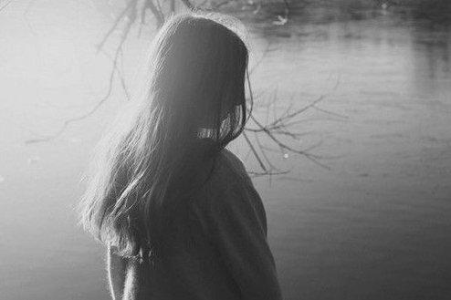 伤感是首诗,悲壮是首歌